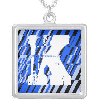 Collar del fragmento del monograma de la letra K