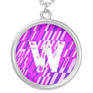 Collar del fragmento del monograma de la letra W