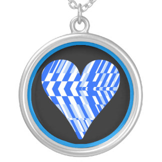 Collar del fragmento del negro azul del corazón
