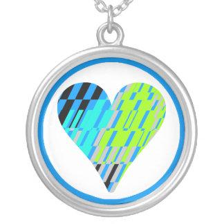 Collar del fragmento del verde azul del corazón