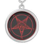 Collar del gótico del símbolo del demonio de