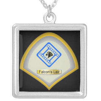 Collar del logotipo de la guarida del halcón