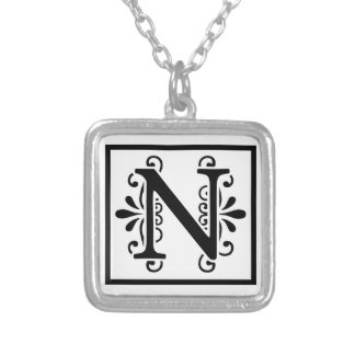 Collar del monograma de la letra N