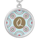 Collar del monograma - letra Q