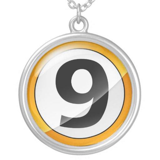 Collar del oro del número 9