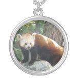 Collar del oso de panda roja
