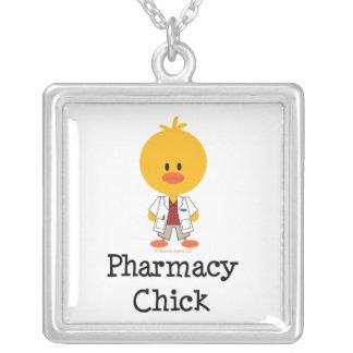 Collar del polluelo de la farmacia