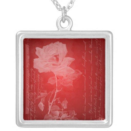 Collar del rosa rojo