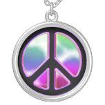 Collar del signo de la paz del teñido anudado
