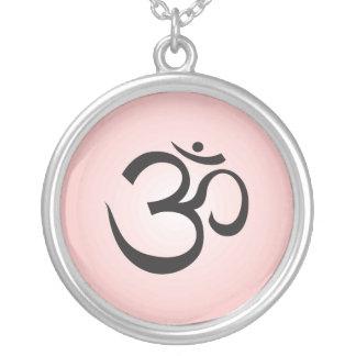 Collar del símbolo de Aum - rosa