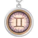 Collar del símbolo de los géminis del zodiaco