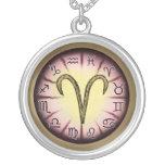 Collar del símbolo del aries del zodiaco
