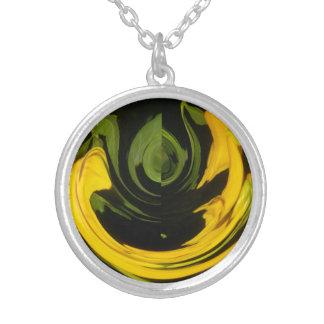 Collar elegante amarillo y verde del vintage de la