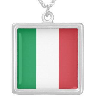 Collar elegante con la bandera de Italia
