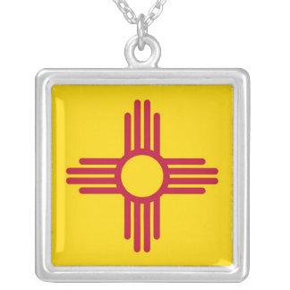 Collar elegante con la bandera del New México
