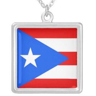 Collar elegante con la bandera del Puerto Rico