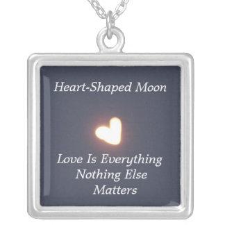 Collar en forma de corazón del cuadrado de la luna