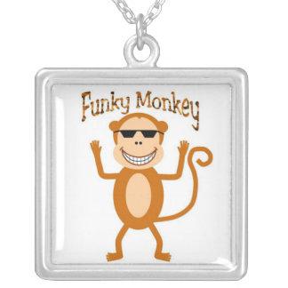 Collar enrrollado del mono