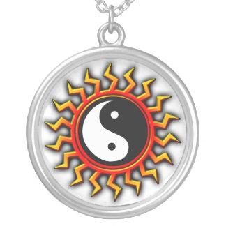 Collar equilibrado de Yin Yang Sun