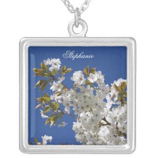 Collar floral blanco