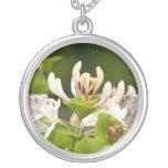 Collar floral de la plata de la foto de la