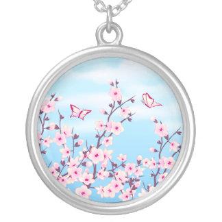 Collar floral de las flores de cerezo