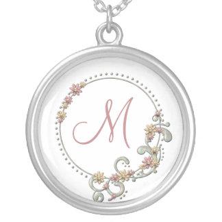 Collar floral del monograma