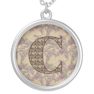 Collar floral elegante inicial del monograma C