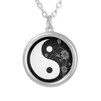 Collar floral negro de Yin Yang