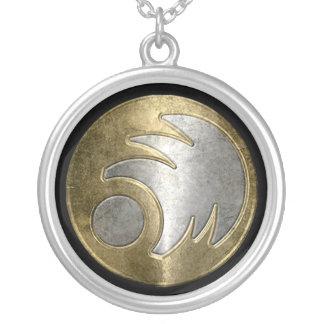 Collar Freeborn del emblema