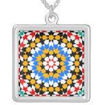 Collar geométrico islámico del modelo