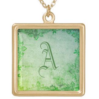 Collar gótico verde de la acuarela del monograma