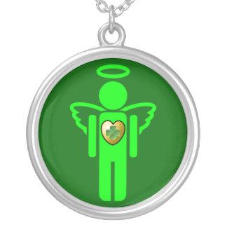 Collar irlandés del ángel