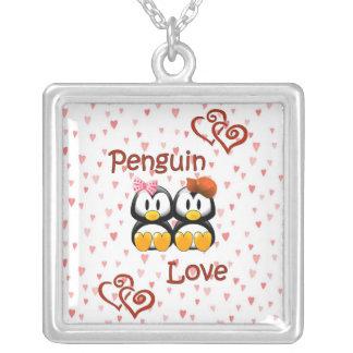 Collar lindo 2 de los corazones del amor del pingü
