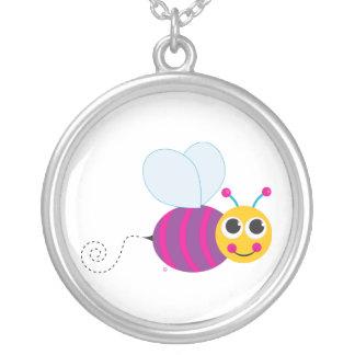 Collar lindo de la abeja