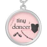 Collar minúsculo del ballet del bailarín