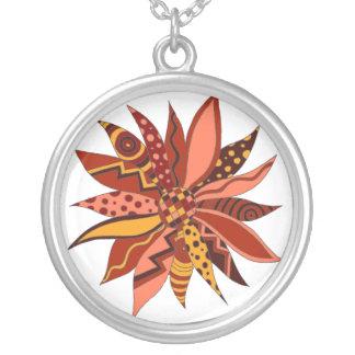 Collar modelado rojo abstracto de la flor