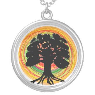 Collar negro del árbol