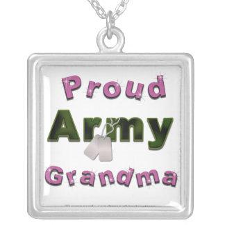 Collar orgulloso de la abuela del ejército