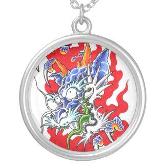 Collar oriental fresco del dragón y de las garras