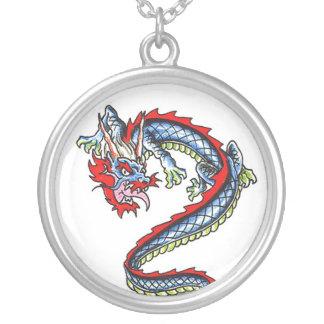 Collar oriental fresco del tatuaje del dragón