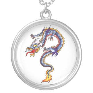 Collar oriental fresco del tatuaje del dragón de a