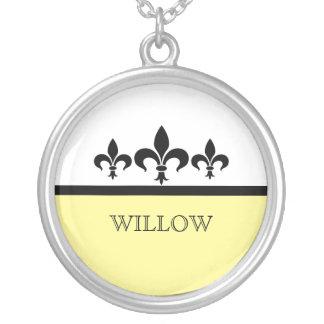 Collar ostentoso amarillo de la flor de lis