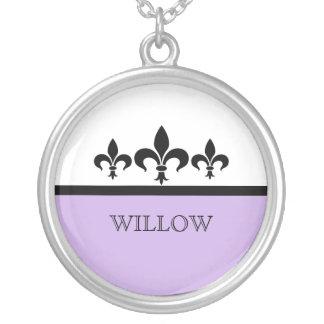 Collar ostentoso de la flor de lis de la lila