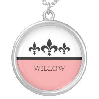 Collar ostentoso rosado de la flor de lis
