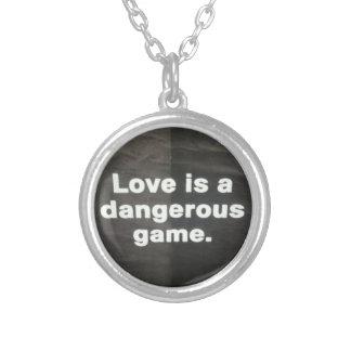 Collar peligroso del amor