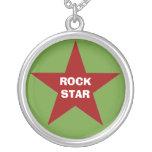 """Collar pendiente de la """"estrella del rock"""""""