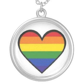 """""""Collar pendiente del corazón del orgullo del arco"""