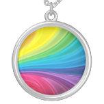 Collar pendiente redondo del arco iris abstracto
