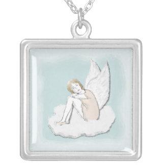 Collar pensativo del ángel